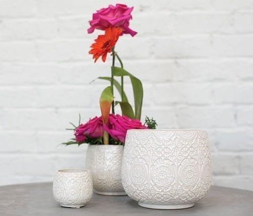joli cache-pot en céramique blanc crème aux motifs bohème