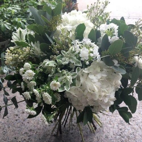 bouquet de fleurs tout blanc, bouquet de fleurs blanches