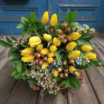 tulipes jaunes, tulipes jaunes, hypericum et wax